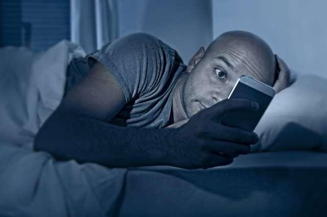 Sağlıksız uykunun nedeni: Cep telefonu