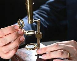 Charles Darwin'in mikroskobu açık artırmada: Rekor fiyata satılması bekleniyor