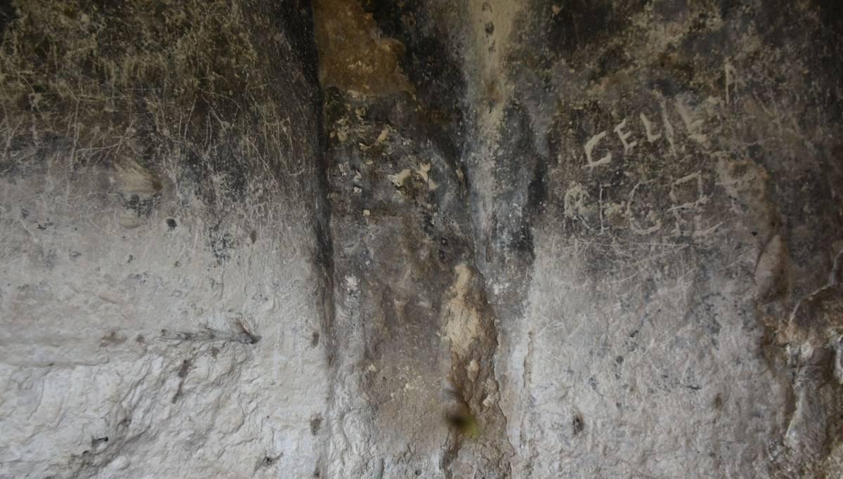 Defineciler mağara şapeli tahrip etti