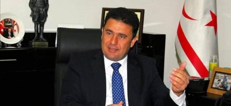 SON DAKİKA:KKTC Başbakanı Ersan Saner hükümetin istifasını sundu